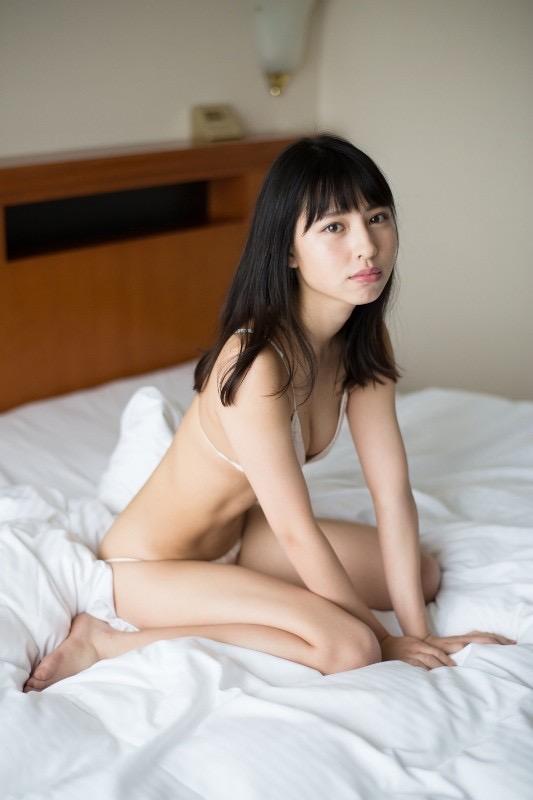 【沖口優奈グラビア画像】八重歯が特徴的で可愛らしい美少女アイドルのエロ写真! 56