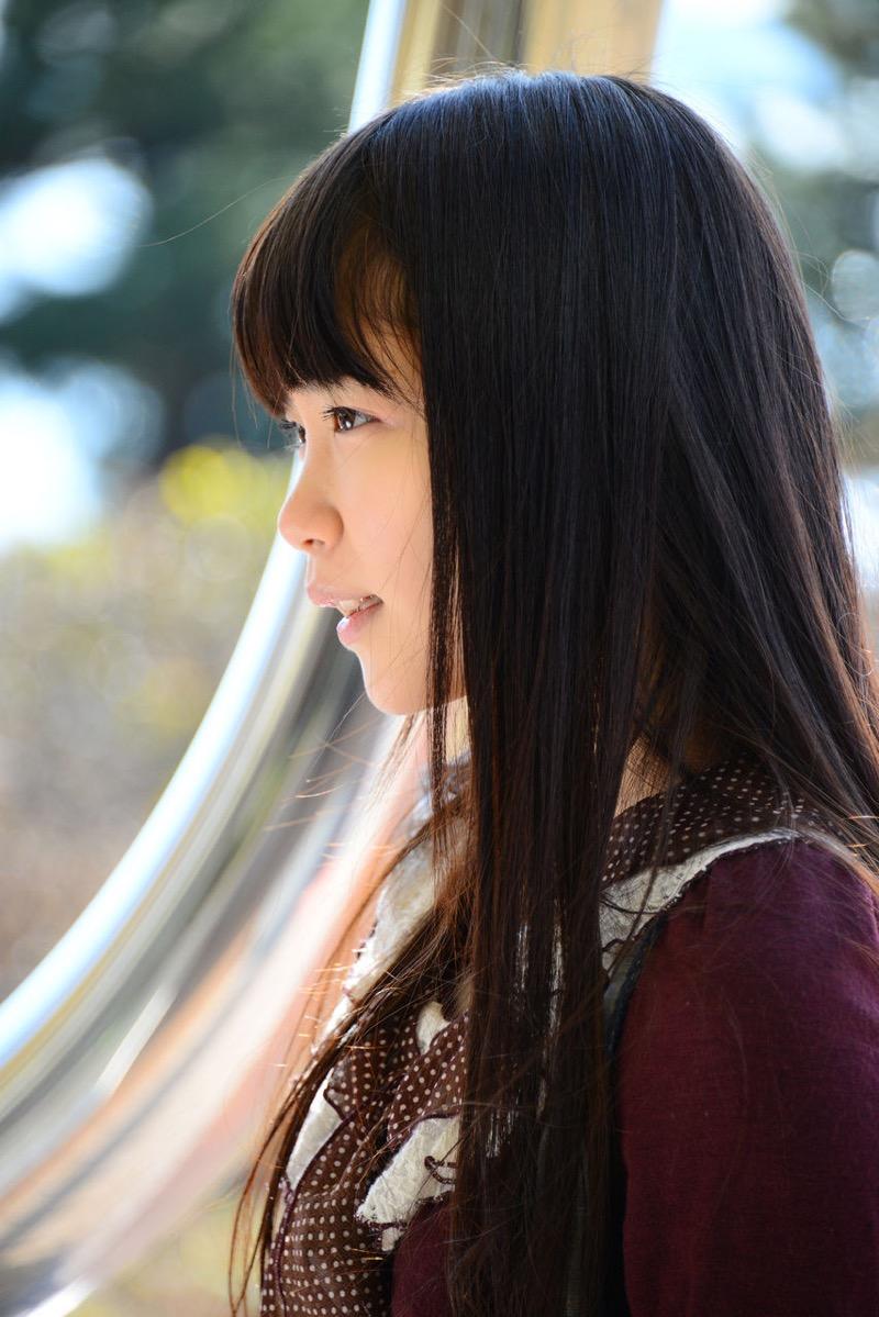【佐々木絵里エロ画像】さらさらロングヘアが清純美少女感あるけど脱ぐとエロいグラドル画像 13