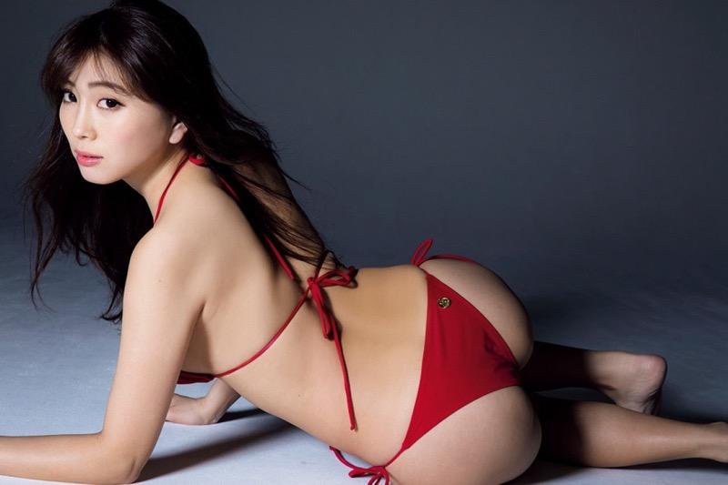 【森咲智美グラビア画像】インスタフォロワー100万人超えの快挙を成したグラビアアイドル