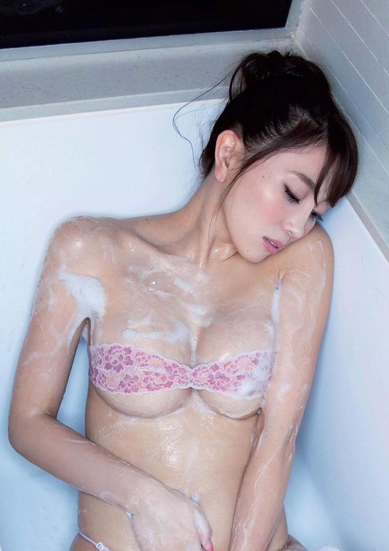 【森咲智美グラビア画像】インスタフォロワー100万人超えの快挙を成したグラビアアイドル 07