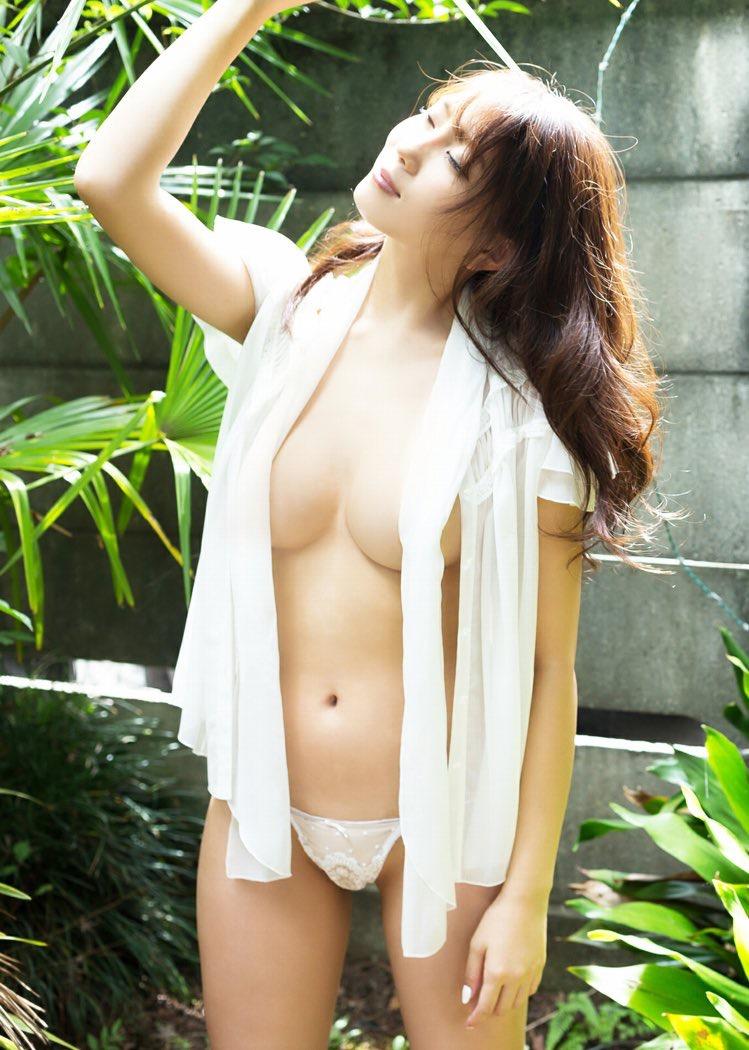 【森咲智美グラビア画像】インスタフォロワー100万人超えの快挙を成したグラビアアイドル 14