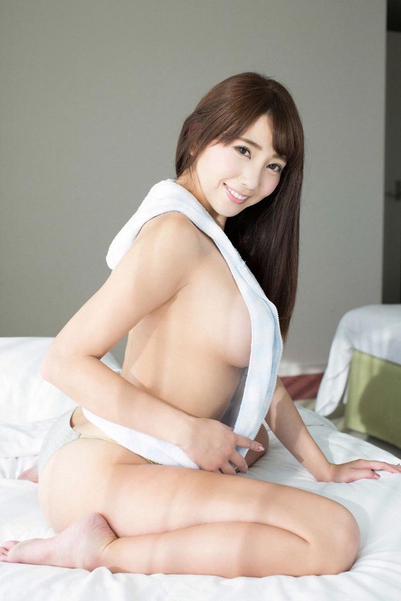 【森咲智美グラビア画像】インスタフォロワー100万人超えの快挙を成したグラビアアイドル 16