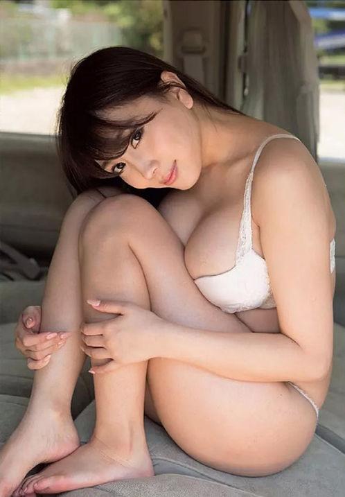 【森咲智美グラビア画像】インスタフォロワー100万人超えの快挙を成したグラビアアイドル 19