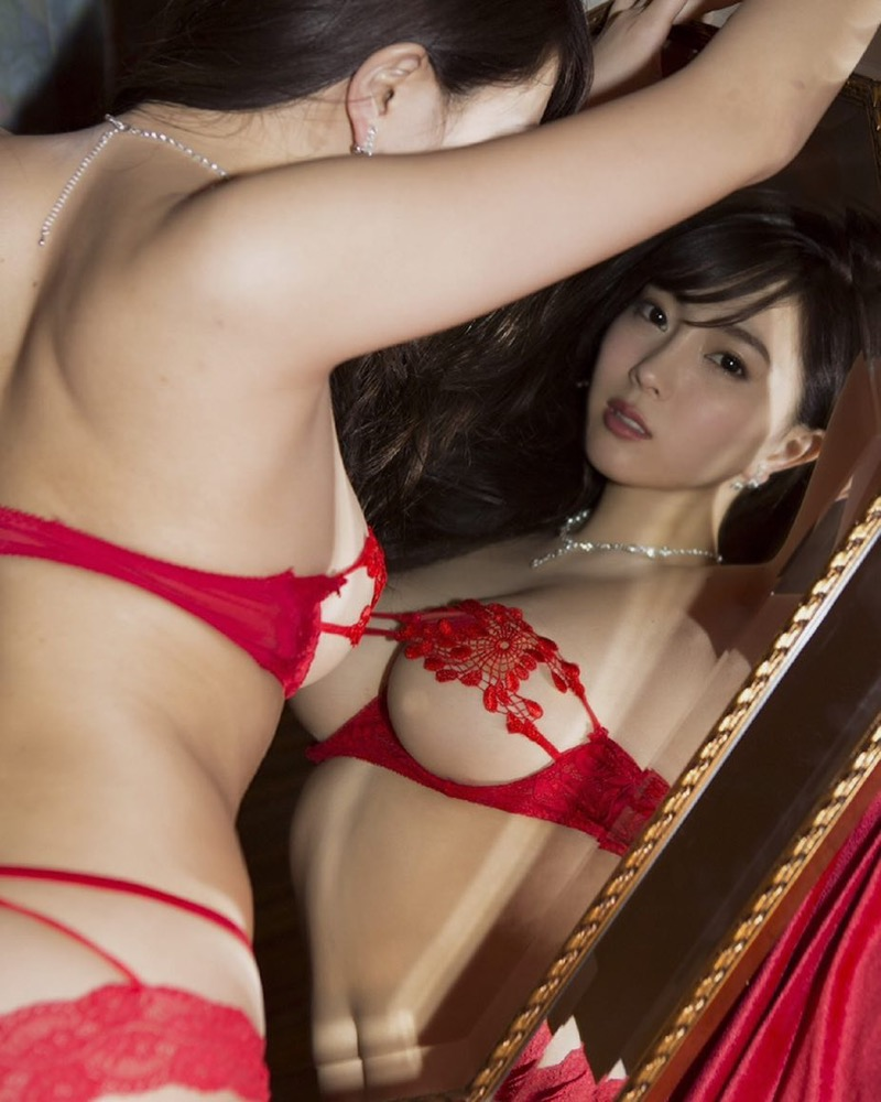 【森咲智美グラビア画像】インスタフォロワー100万人超えの快挙を成したグラビアアイドル 27