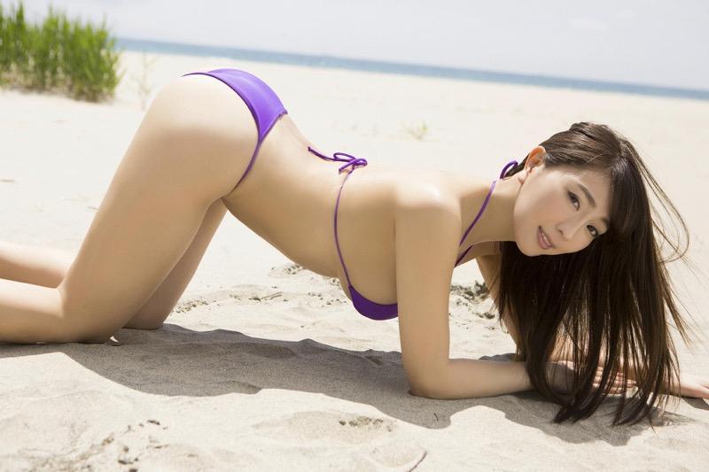 【森咲智美グラビア画像】インスタフォロワー100万人超えの快挙を成したグラビアアイドル 35