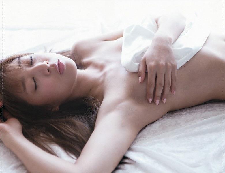 【佐々木もよこエロ画像】日本一キレイなお尻と評判なタレントのセクシーショット!