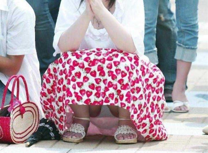 【素人パンチラ画像】様々な場所でパンチラハプニングであってしまった素人娘たち 53