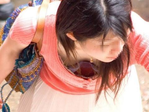 【素人乳首チラ画像】覗くつもりが無くても乳首が見えちゃう無防備過ぎる素人娘たち 04