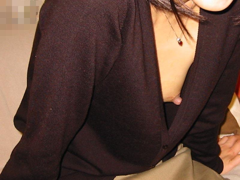 【素人乳首チラ画像】覗くつもりが無くても乳首が見えちゃう無防備過ぎる素人娘たち 18