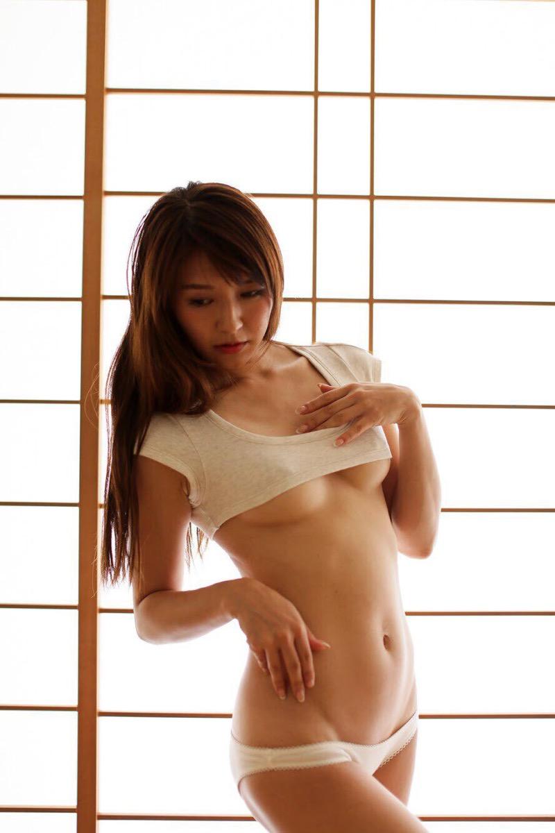 【謎の美女あいみエロ画像】2018年に売れたDVDランキング1位の詳細不明なグラビアアイドル 68
