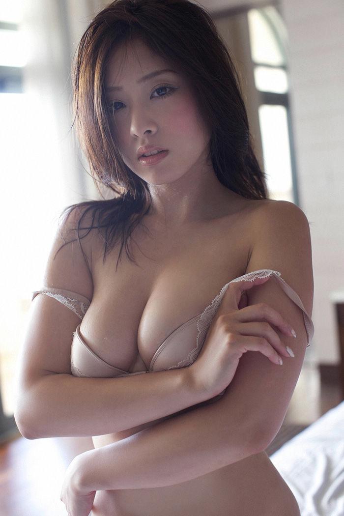 【グラドル下着エロ画像】グラビアアイドル美女達のセクシーなランジェリー姿に大興奮! 47