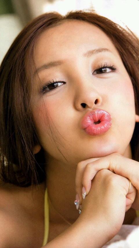 【板野友美エロ画像】大胆に谷間を見せつけるグラビア画像がエロい元AKB48アイドル 13