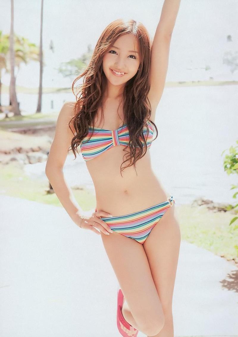 【板野友美エロ画像】大胆に谷間を見せつけるグラビア画像がエロい元AKB48アイドル 43