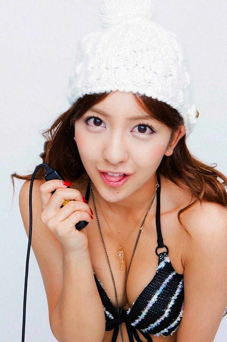 【板野友美エロ画像】大胆に谷間を見せつけるグラビア画像がエロい元AKB48アイドル 45