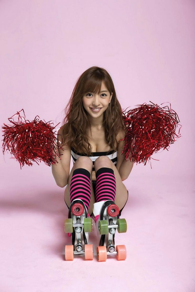 【板野友美エロ画像】大胆に谷間を見せつけるグラビア画像がエロい元AKB48アイドル 51