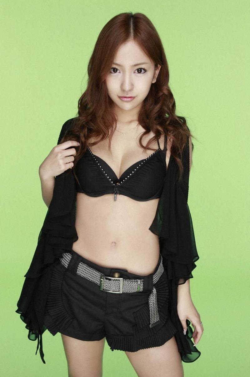 【板野友美エロ画像】大胆に谷間を見せつけるグラビア画像がエロい元AKB48アイドル 58