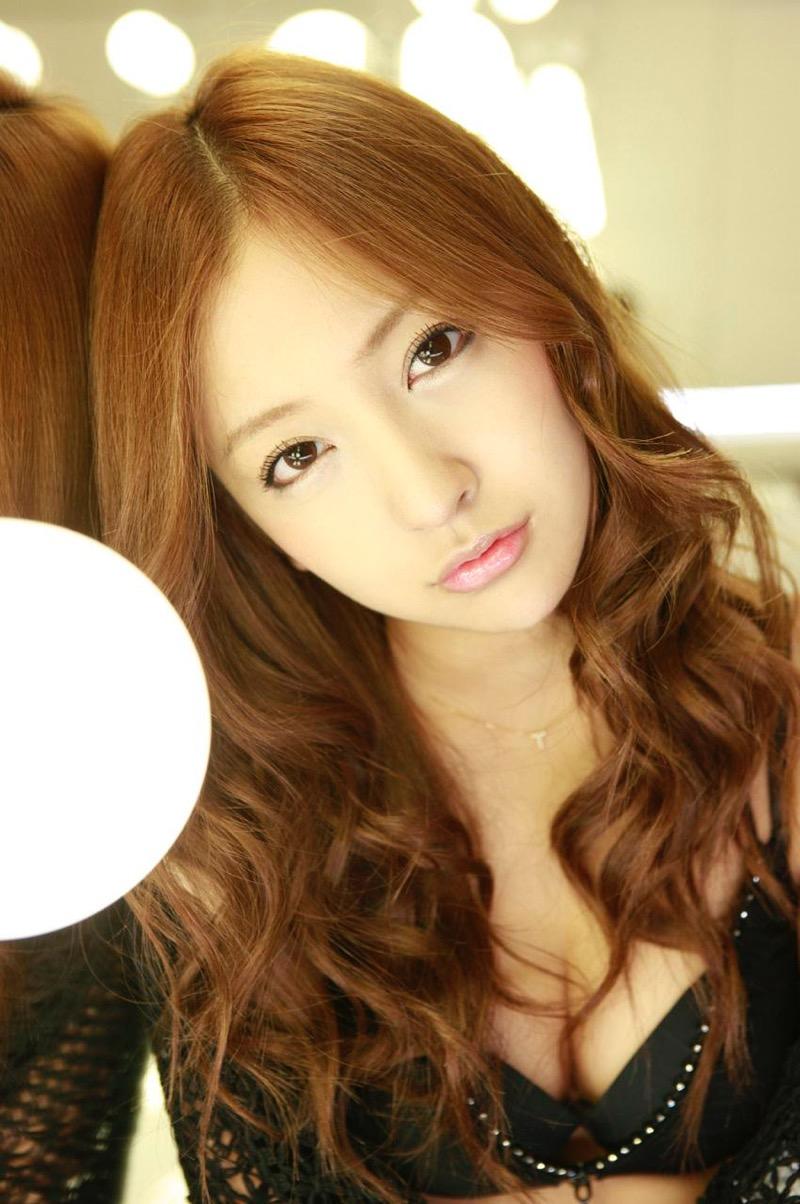 【板野友美エロ画像】大胆に谷間を見せつけるグラビア画像がエロい元AKB48アイドル 59