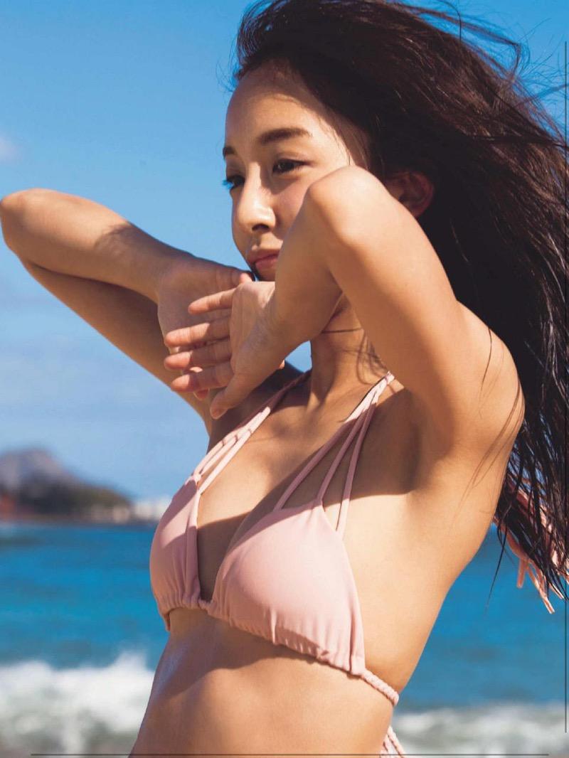 【板野友美エロ画像】大胆に谷間を見せつけるグラビア画像がエロい元AKB48アイドル 69