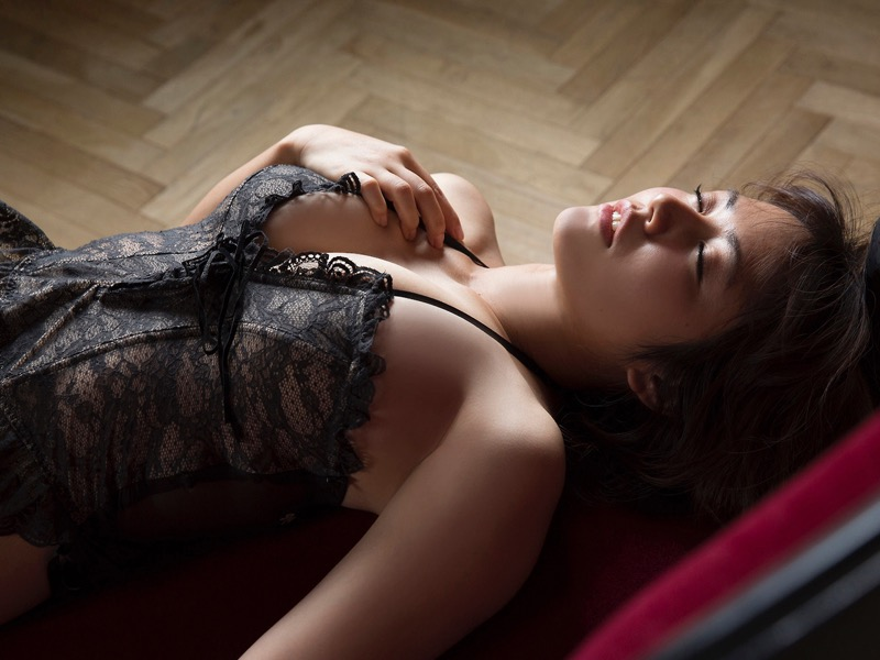 【磯山さやかグラビア画像】セクシー女優に負けないメチャシコエロボディのグラビアアイドル! 11