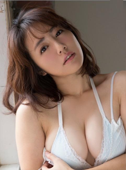 【磯山さやかグラビア画像】セクシー女優に負けないメチャシコエロボディのグラビアアイドル! 12