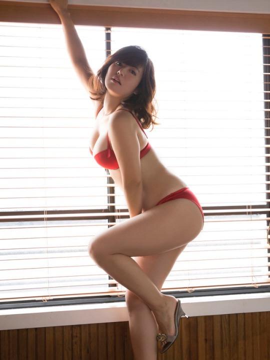 【磯山さやかグラビア画像】セクシー女優に負けないメチャシコエロボディのグラビアアイドル! 17