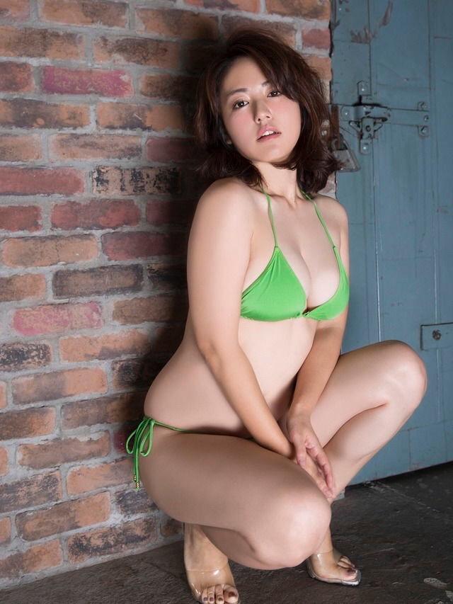 【磯山さやかグラビア画像】セクシー女優に負けないメチャシコエロボディのグラビアアイドル! 23