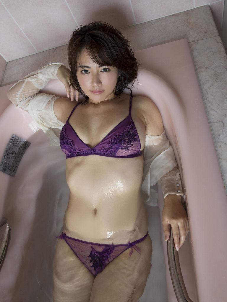 【磯山さやかグラビア画像】セクシー女優に負けないメチャシコエロボディのグラビアアイドル! 28