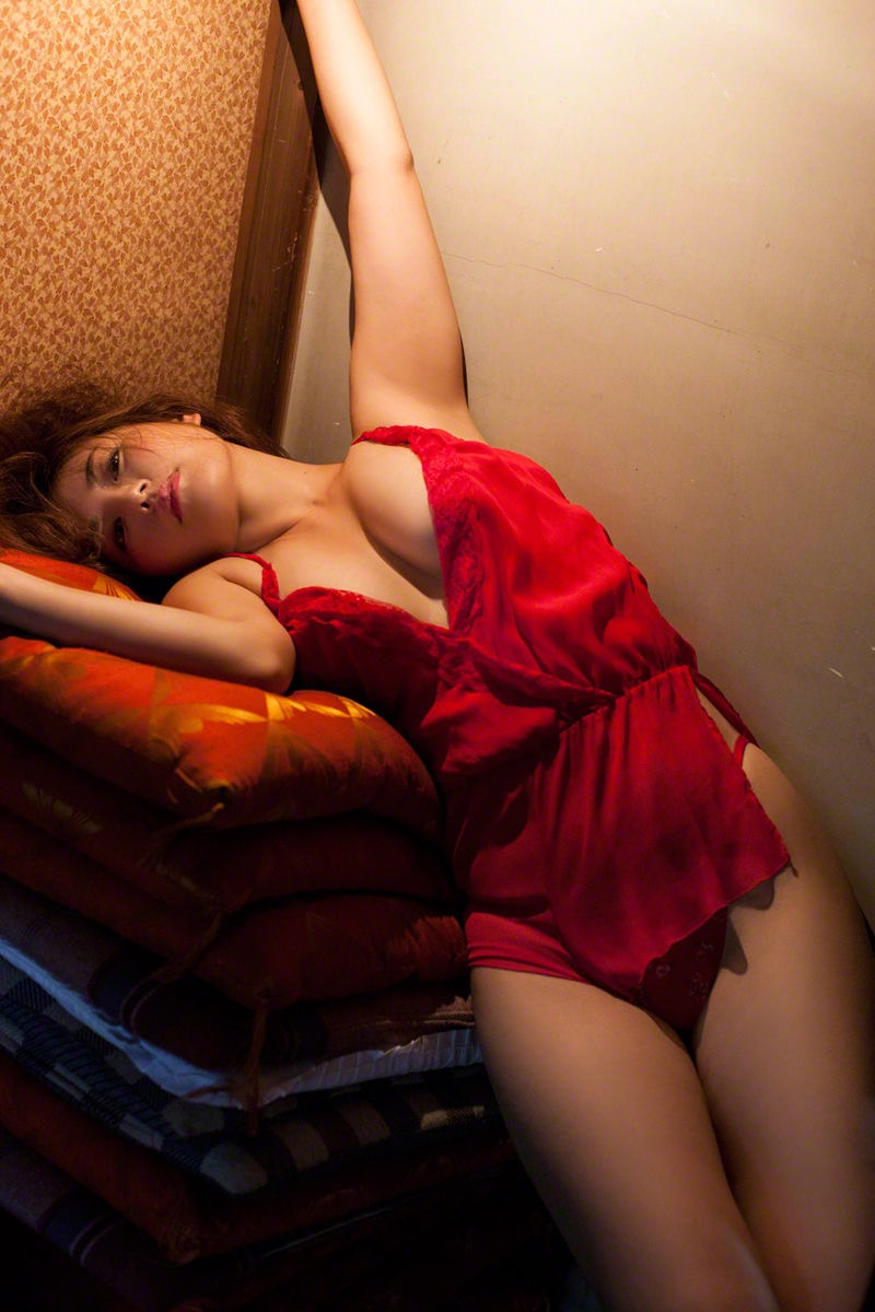 【磯山さやかグラビア画像】セクシー女優に負けないメチャシコエロボディのグラビアアイドル! 29