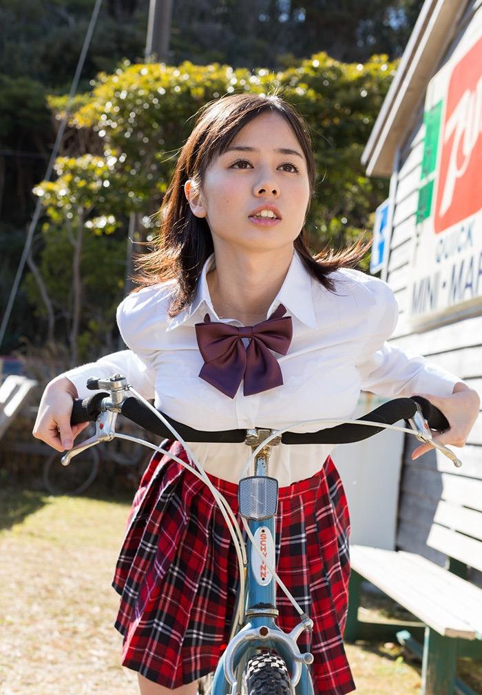 【吉川あいみグラビア画像】中学時代には既にHカップだったという童顔爆乳な元AV女優 35