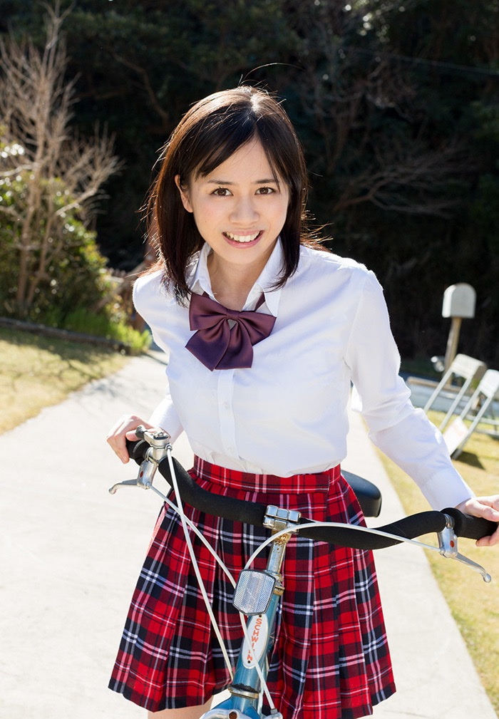 【吉川あいみグラビア画像】中学時代には既にHカップだったという童顔爆乳な元AV女優 42