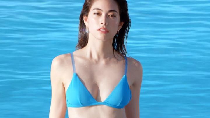 【森星キャプ画像】175cmの長身ボディが美しいファッションモデルのTVCM画像 09