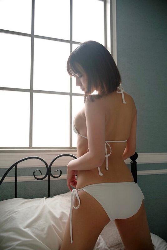 【西原愛夏エロ画像】現役歯科衛生士でグラビアアイドルをしている巨乳美人お姉さん 09