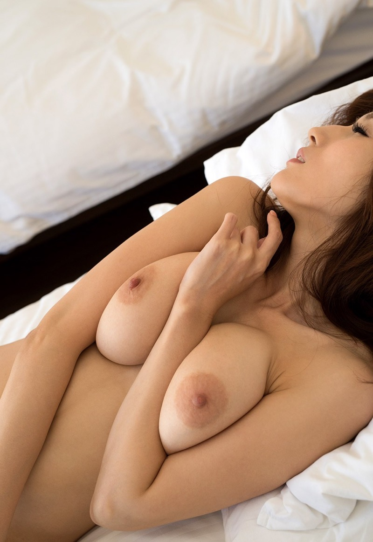 【JULIAグラビア画像】色白Jカップ美爆乳がめちゃシコな美人AV女優のヘアヌード! 62