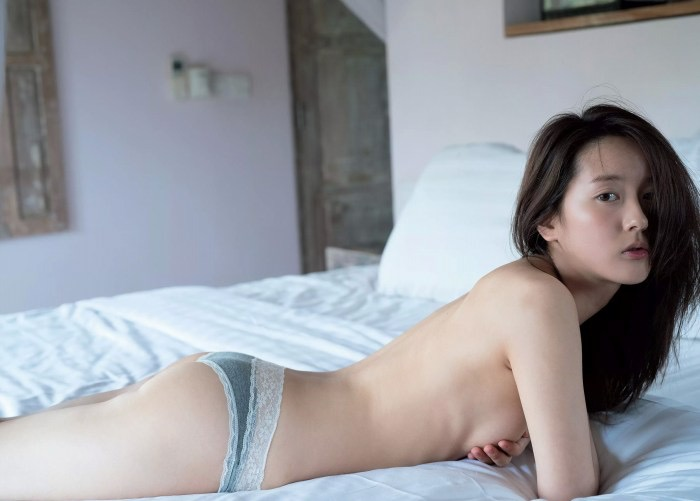 【生田佳那エロ画像】美しすぎるタクシードライバーとして注目されているグラビアアイドル 03