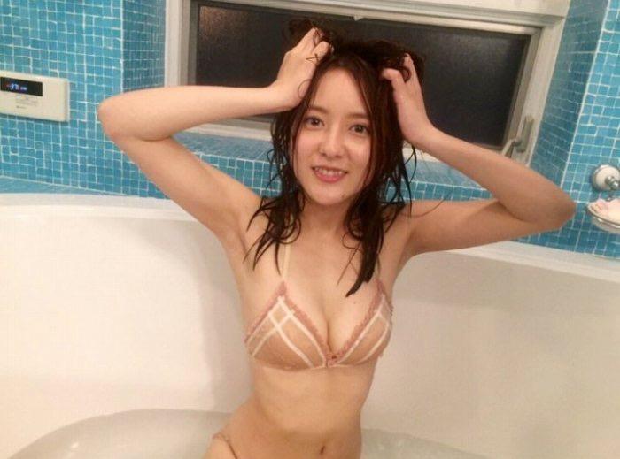 【生田佳那エロ画像】美しすぎるタクシードライバーとして注目されているグラビアアイドル 04