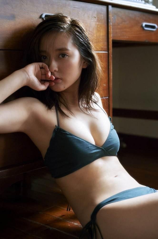 【生田佳那エロ画像】美しすぎるタクシードライバーとして注目されているグラビアアイドル 33
