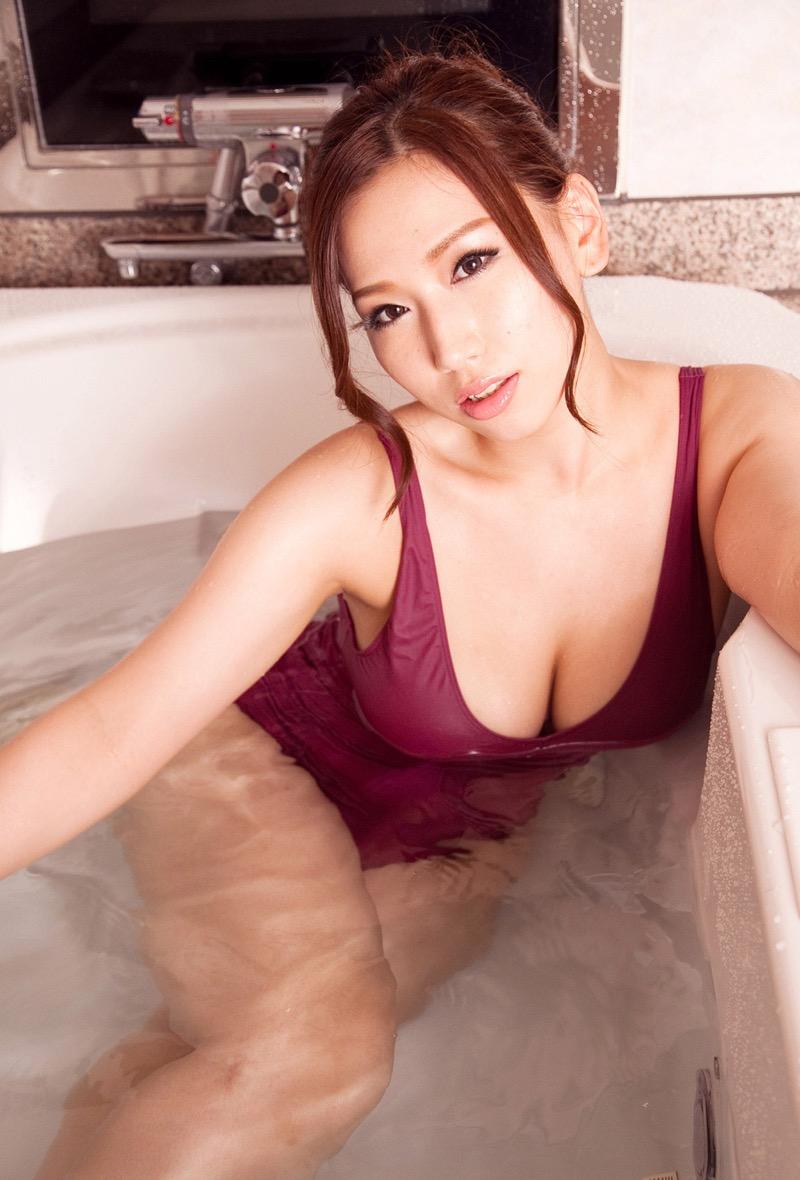 【佐山愛グラビア画像】めちゃシコHカップ爆乳が綺麗で柔らかそうなセクシーお姉さん 39