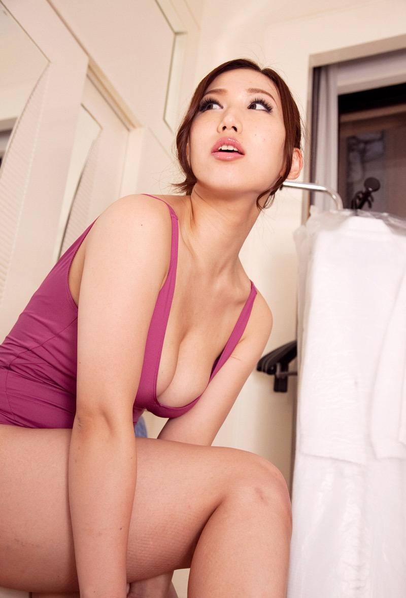 【佐山愛グラビア画像】めちゃシコHカップ爆乳が綺麗で柔らかそうなセクシーお姉さん 41