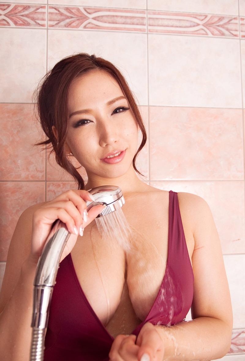 【佐山愛グラビア画像】めちゃシコHカップ爆乳が綺麗で柔らかそうなセクシーお姉さん 42