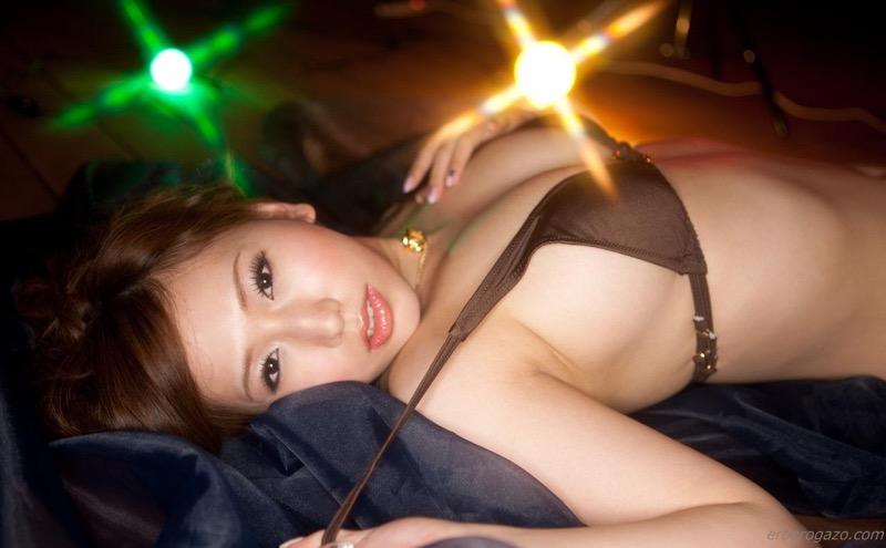 【佐山愛グラビア画像】めちゃシコHカップ爆乳が綺麗で柔らかそうなセクシーお姉さん 72