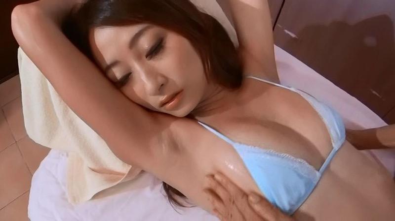 【松村加南子エロ画像】現役薬剤師のアラサー美女がグラビアアイドルとして水着姿を披露!