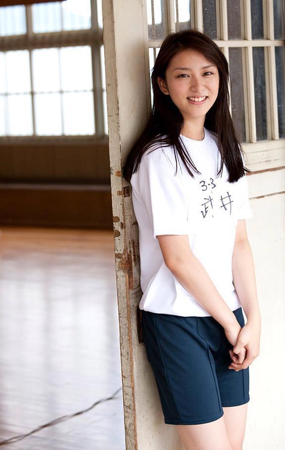 【武井咲グラビア画像】一児の母とは思えない可愛くてセクシーな一面も魅せるファッションモデル 10