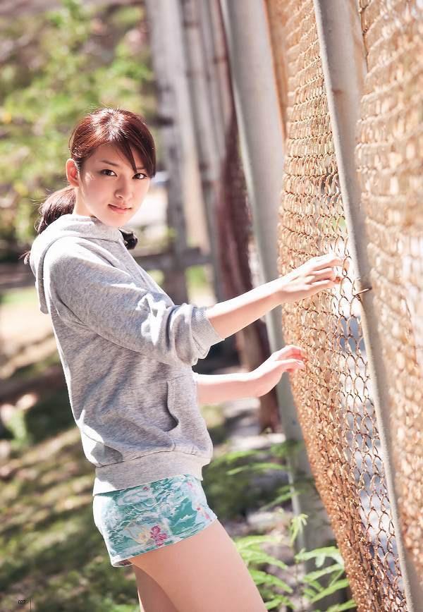 【武井咲グラビア画像】一児の母とは思えない可愛くてセクシーな一面も魅せるファッションモデル 27