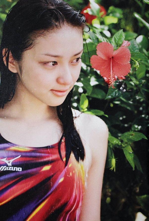 【武井咲グラビア画像】一児の母とは思えない可愛くてセクシーな一面も魅せるファッションモデル 34