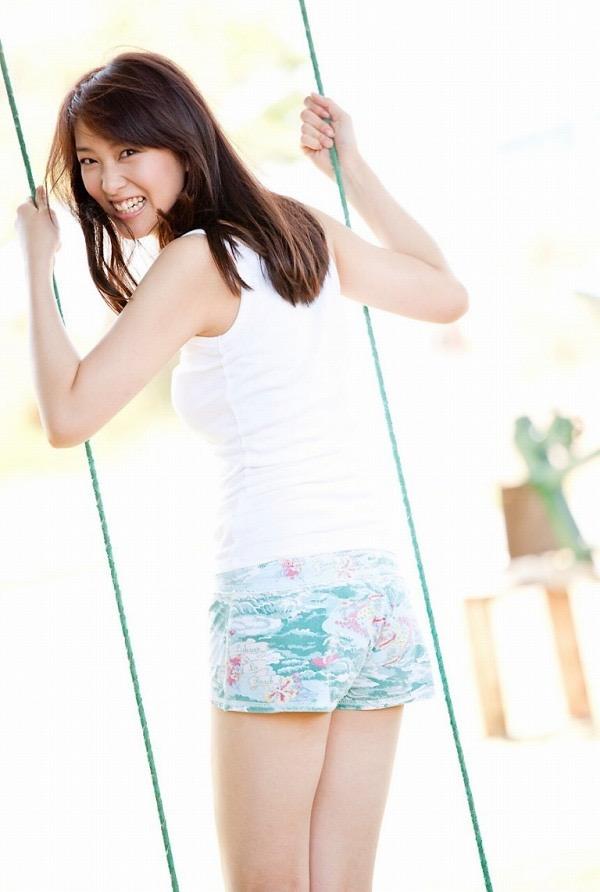 【武井咲グラビア画像】一児の母とは思えない可愛くてセクシーな一面も魅せるファッションモデル 37