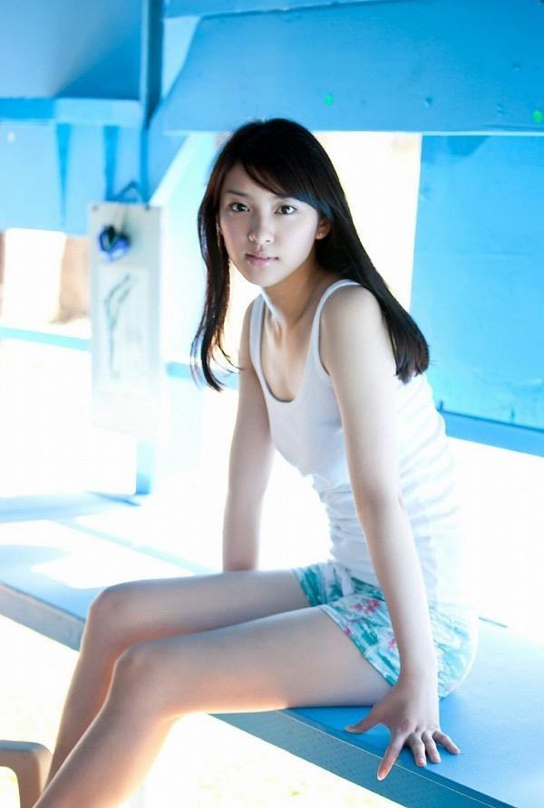 【武井咲グラビア画像】一児の母とは思えない可愛くてセクシーな一面も魅せるファッションモデル 39