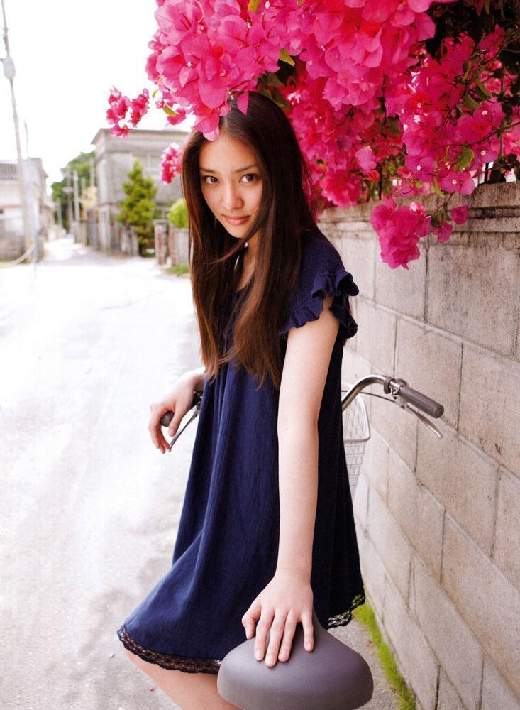 【武井咲グラビア画像】一児の母とは思えない可愛くてセクシーな一面も魅せるファッションモデル 53