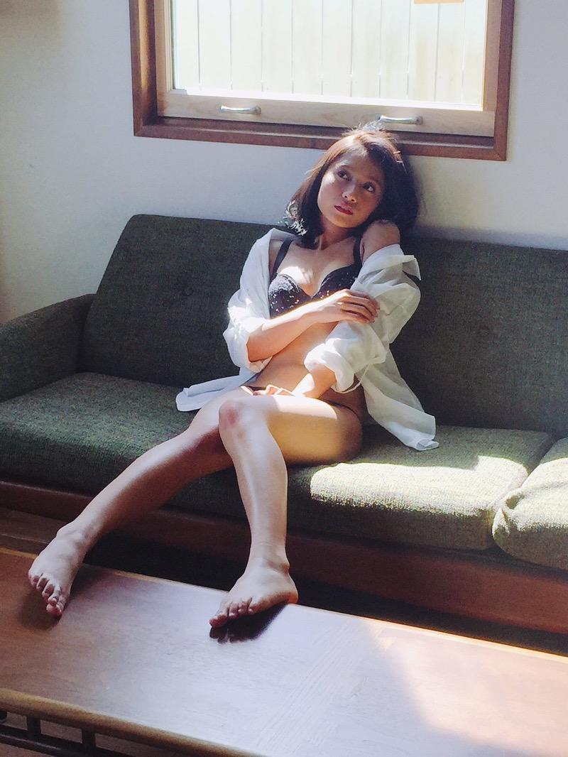 【武田あやなエロ画像】フィリピンハーフのスレンダー美女が魅せるセクシー水着グラビア 53