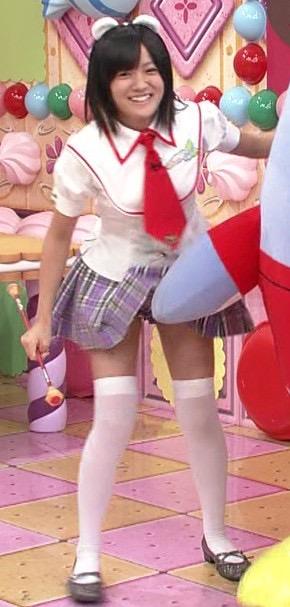 【ハプニングおまんこ画像】日本で世界でおまんこが見えちゃった女の子のエロ画像 05