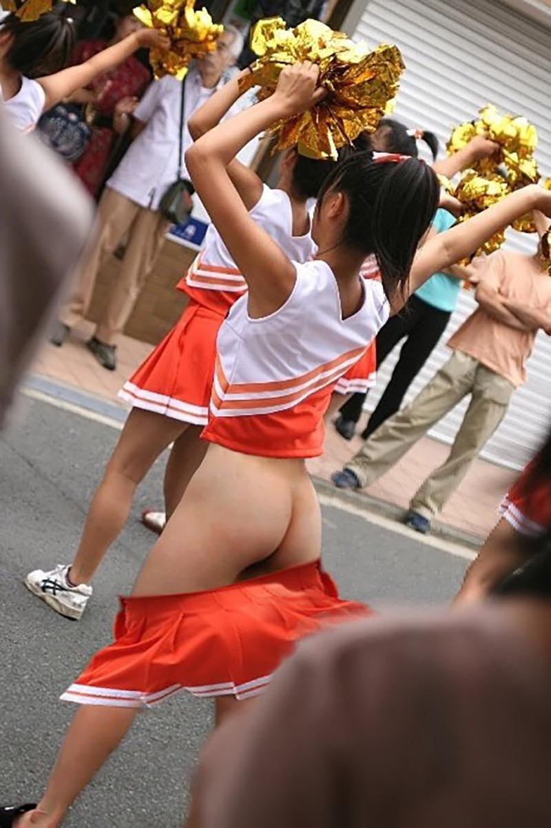 【ハプニングおまんこ画像】日本で世界でおまんこが見えちゃった女の子のエロ画像 43